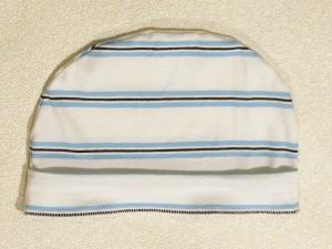 Шьем простую детскую шапочку, сколоть срезы булавками и сшить