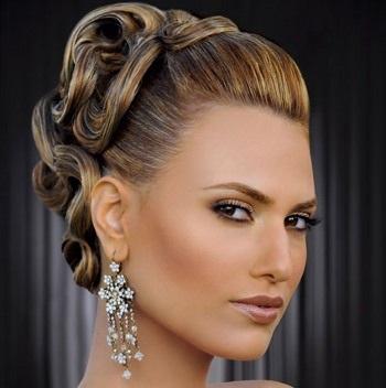 Высокие прически на средние волосы: за и против