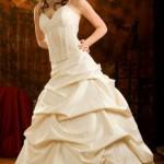 Пышное бежевое платье на свадьбу